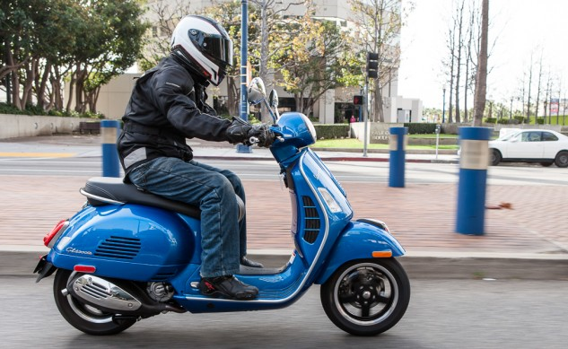 021315-300Scooters-Vespa-GTS300-action-2648