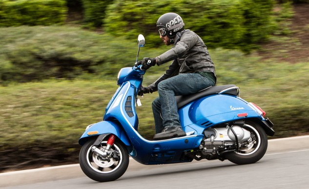 021315-300Scooters-Vespa-GTS300-action-4900