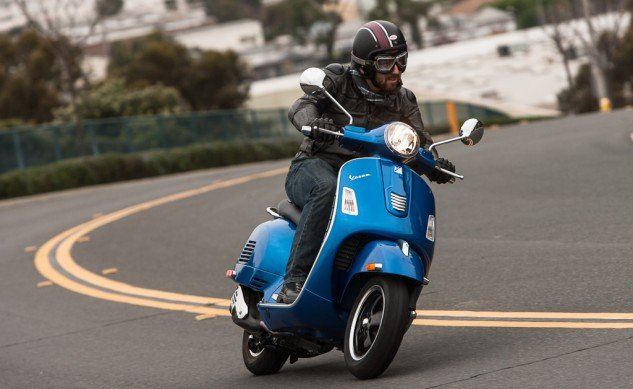 021315-300Scooters-Vespa-GTS300-action-4965