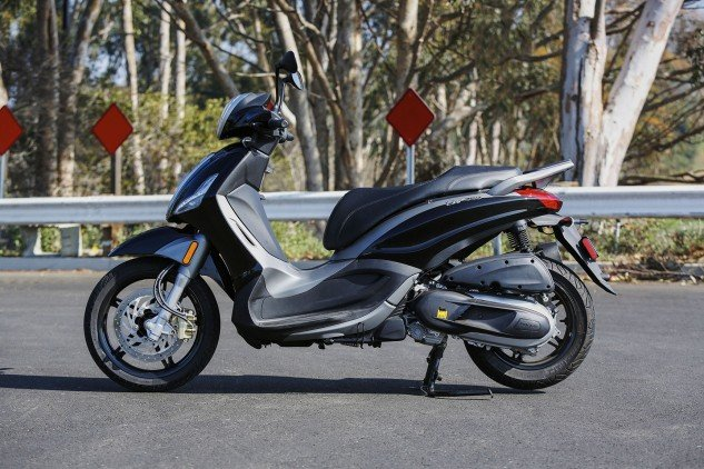"""Our BV350 tester came from Piaggio with the """"NYPD setup"""" that didn't include the windscreen as delivered standard. For 2015, BV350s are available in Nero Carbonio (matte black) and Bianco Stella."""