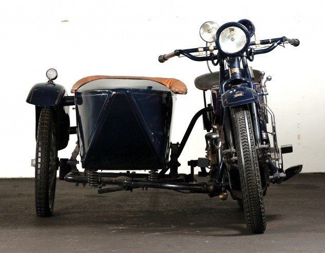"""Tilt smooths out once """"rig"""" was underway. Note sprung suspension of the sidecar."""