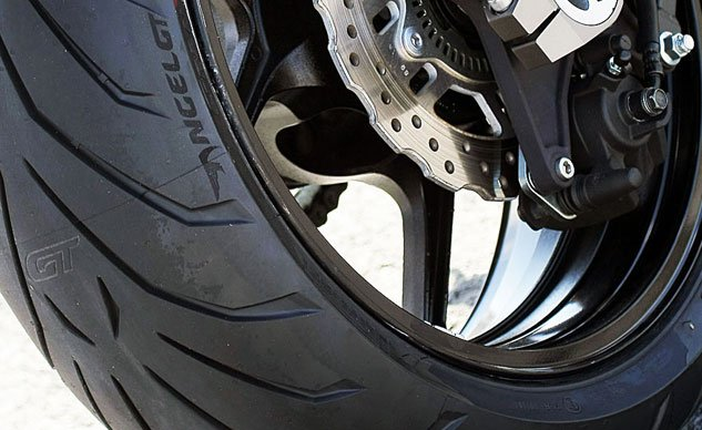 033115-sport-touring-tires-buyers-guide-f