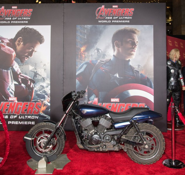Captain America abandons is usual Harley-Davidson WLA and instead rides this Harley-Davidson Street 750 in Avengers: Age of Ultron.