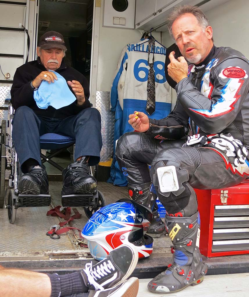 Gil Vaillancourt (left) and Thad Wolff consider strategies for the latter's ride on the former's Norton Manx in the 500 Premier class.