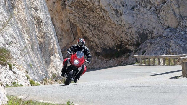 043015-2015-mv-agusta-turismo-veloce-800-Action 7