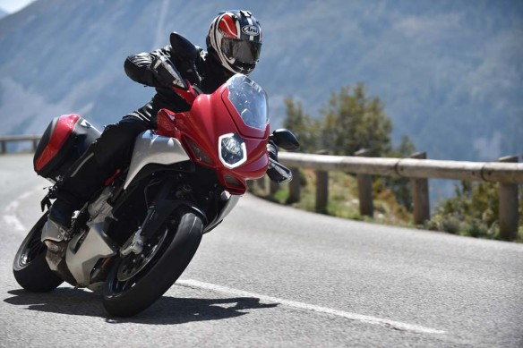 043015-2015-mv-agusta-turismo-veloce-800-Action 9d