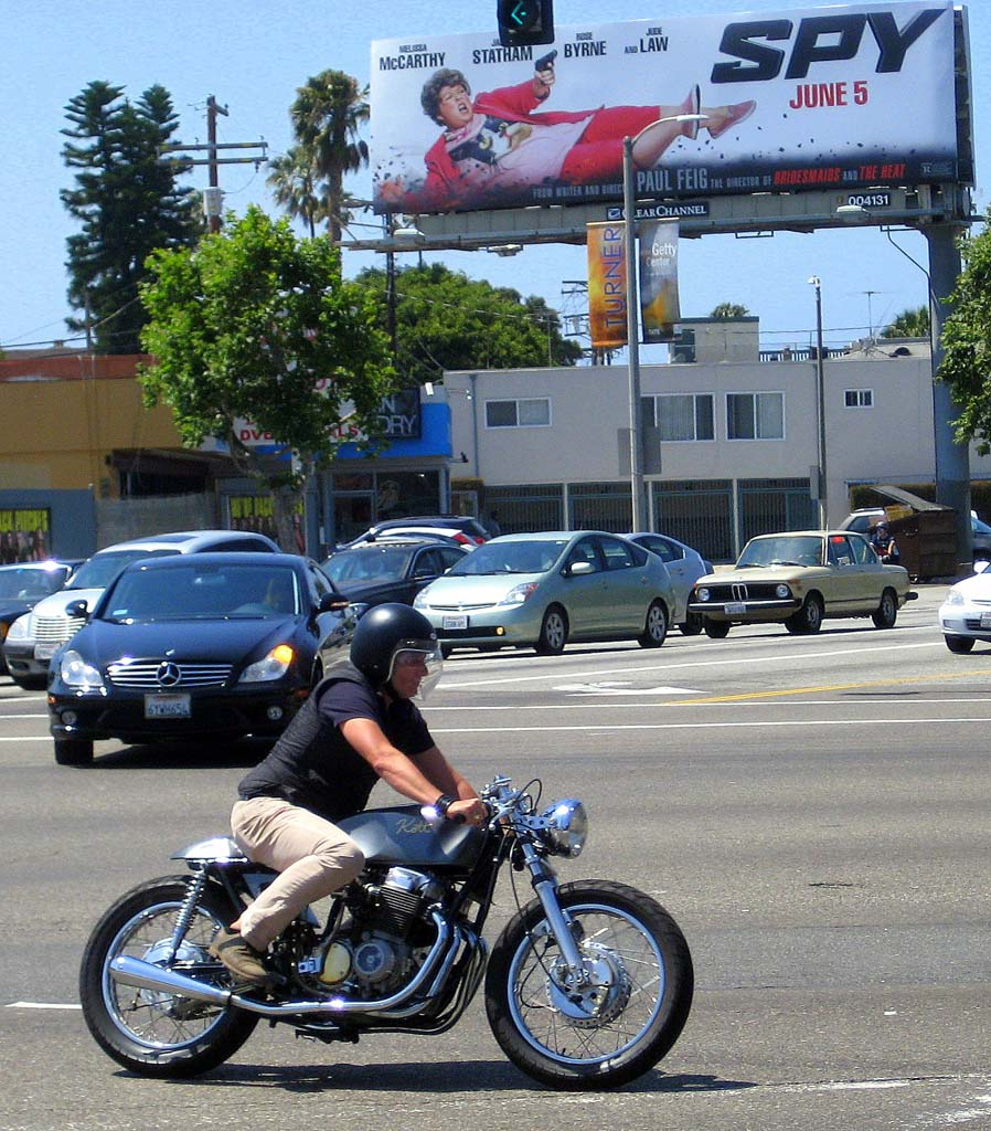 A custom Honda CB750 built by Kott Motorcycles taking the lead on its way to the Deus shindig.
