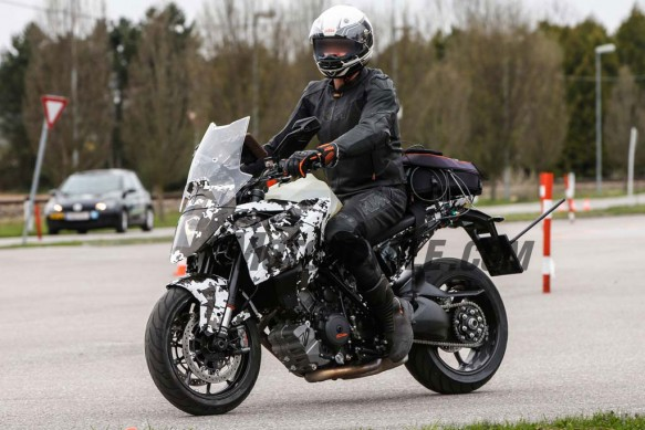 051515-2016-ktm-1290-super-duke-gt-spided-05