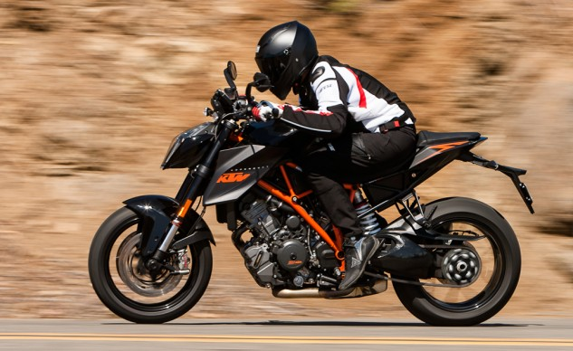 The AX-8 EVO Naked has the perfect look for a bike like the KTM 1290 Superduke. The shape and contour of the rear of the helmet is shaped nicely as to minimize interference with back protectors in a tuck.