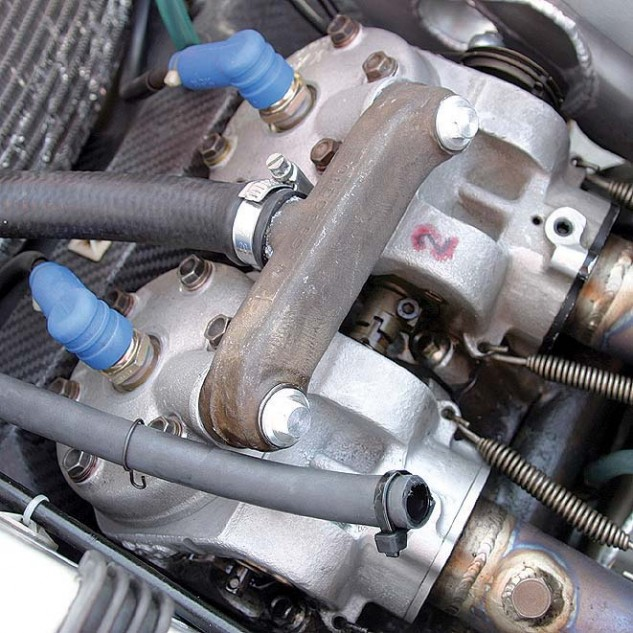The V593 was prone to overheating the rear cylinders despite every effort to provide cooling.