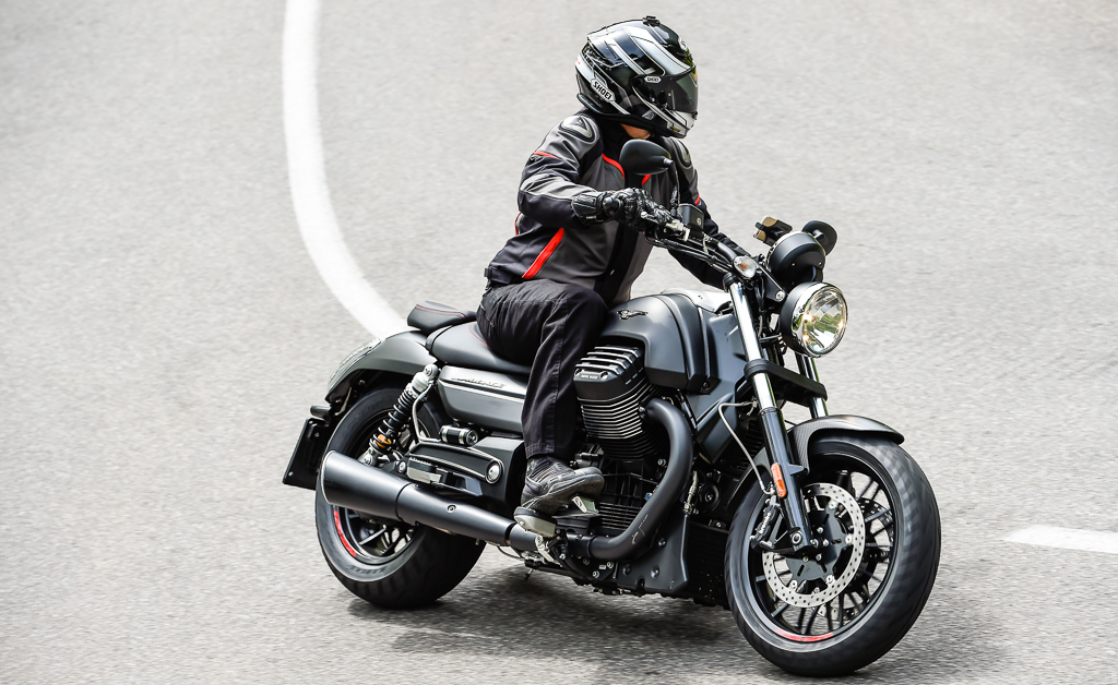 2016 moto guzzi audace first ride review. Black Bedroom Furniture Sets. Home Design Ideas