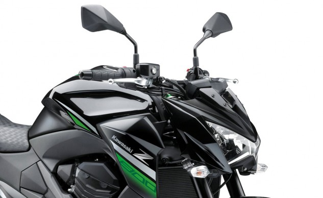 The Z800's headlight offers an aggressive scowl but is not as squinty as the Z1000's lamp.