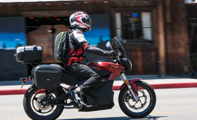 For getting to/from the office or campus, it doesn't get much easier than the Zero. The width of the saddlebags don't protrude further than the mirrors, so filtering through traffic isn't an issue.