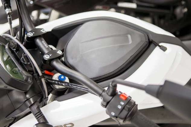 On standard Zero S, DS and SR models, this center compartment is convenient for storing small items during your ride. Should you opt for the Power Tank, the 45-pound battery cell sits in this spot instead.