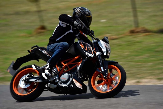 080815-mobo-2015-best-lightweight-ktm-duke-390