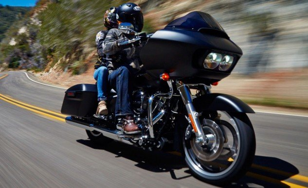 081415-mobo-2015-touring-harley-davidson-road-glide