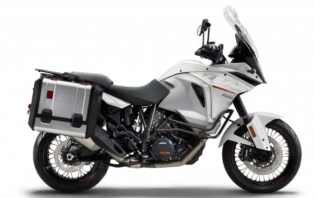 083115-adventure-shootout-ktm-1190-super-adventure