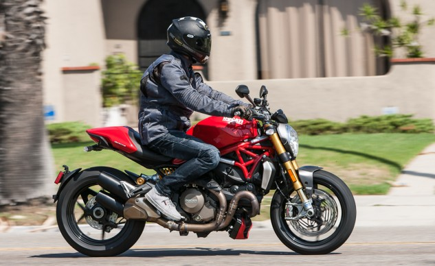 093015-Culture Clash-BMW-R1200R-Ducati-Monster-1200S-1782