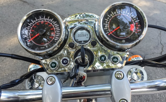 102215-2015-250-Cruisers-Hyosung-GV250-Details-5054-instruments