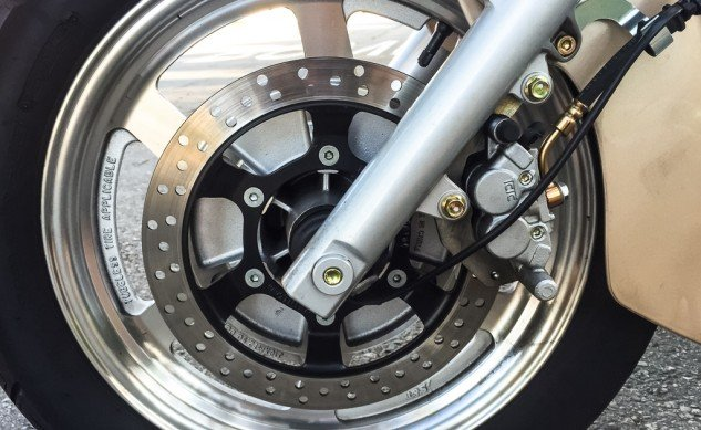 102215-2015-250-Cruisers-Hyosung-GV250-Details-5055-front-wheel