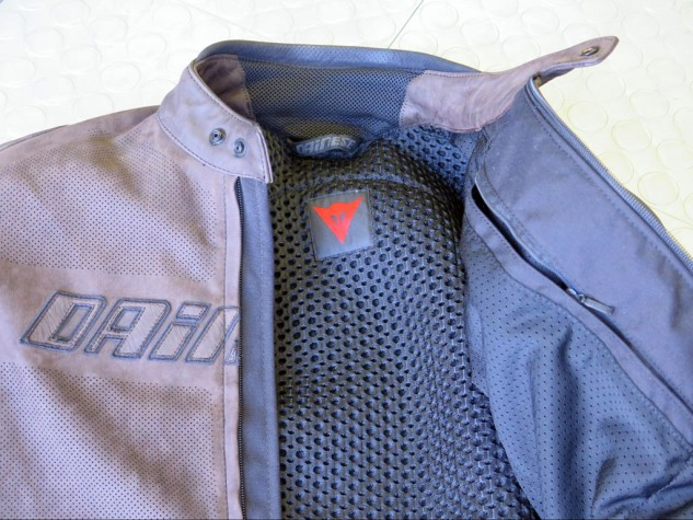 The nylon mesh 3D Bubble liner on back lets air slide right through. The zipper at right seals up the breast pocket.