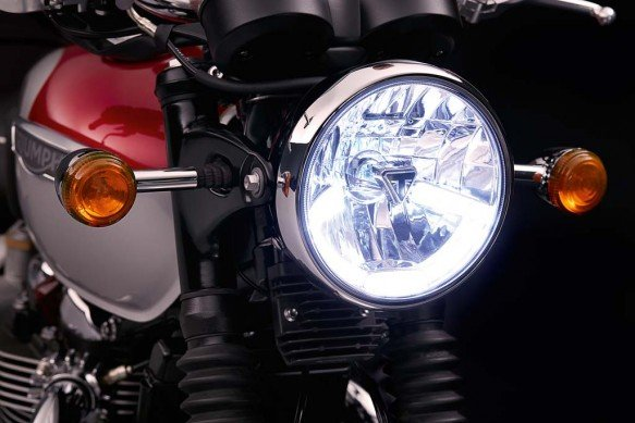102715-2016-triumph-Bonneville_T120_Details_Headlight