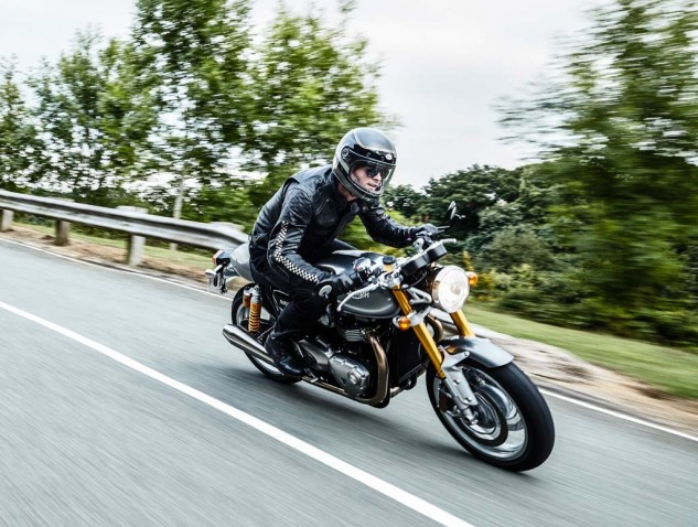 The Thruxton R adds a Showa fork, Brembo brakes, and Öhlins shocks for the ultimate in Bonneville-based performance.