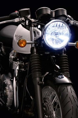 102715-2016-triumph-Thruxton_Detail_Headlight