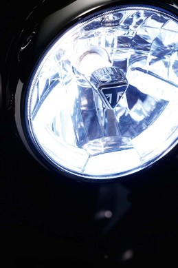 102715-2016-triumph-Thruxton_Detail_Headlight_Closeup