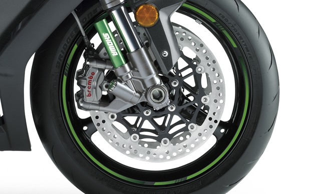 Kawasaki is jumping on the Brembo M50 bandwagon, ditching the Tokico calipers from last year. In the process, the petal-type discs are also gone in favor of larger, round rotors. A radial master cylinder and steel-braided lines complete the front brake package. This view also gives a better look at the separate chamber for the Showa's damping valves.