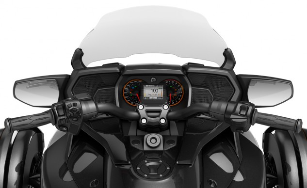 2016 Can-Am Spyder F3-T - cockpit