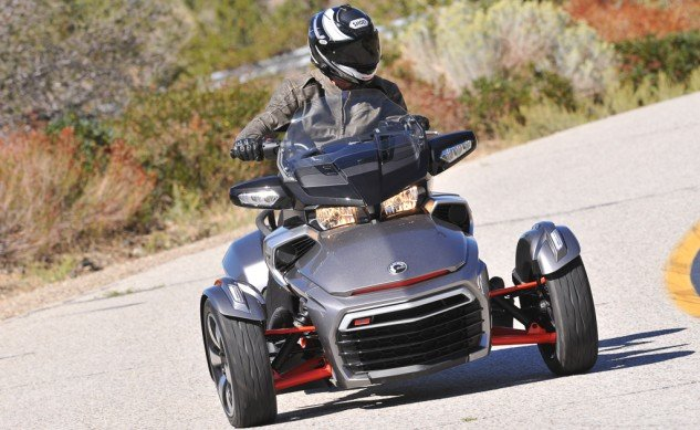 2016 Can-Am Spyder F3-T - action