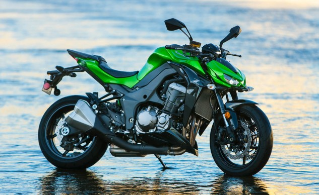 111215-Japanese-Mega-Standards-Kawasaki-Z1000-beauty-