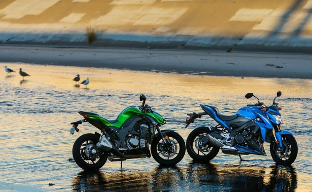 111215-Japanese-Mega-Standards-kawasaki-z1000-suzuki-gsx-s1000-water