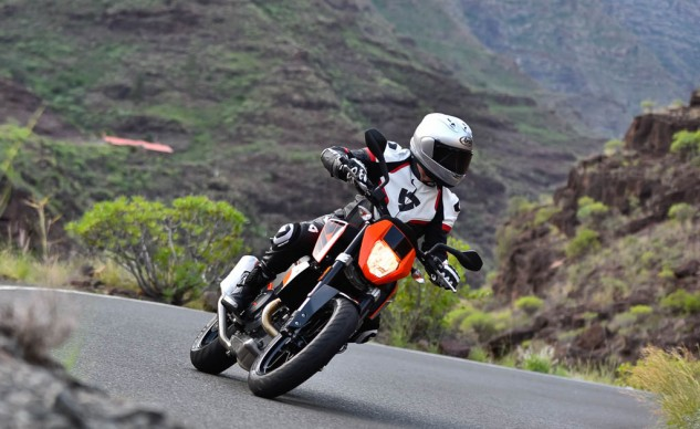 2016 KTM 690 Duke R First Ride Review
