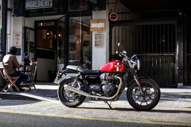 """The seat's only 29.5 inches high, which makes the Street Twin a great round-town scoot for optimally sized people. The """"gearbox"""" cover and fenders are plastic, but it's really nice plastic."""
