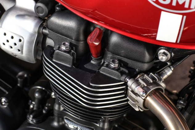 A single 39mm throttle body behind the brushed alloy trim keeps intake velocity up for excellent torque. The other Bonnies will use twin throttle bods. It would be truly classic if we could dispense with big ugly gas tank seams. Alas...