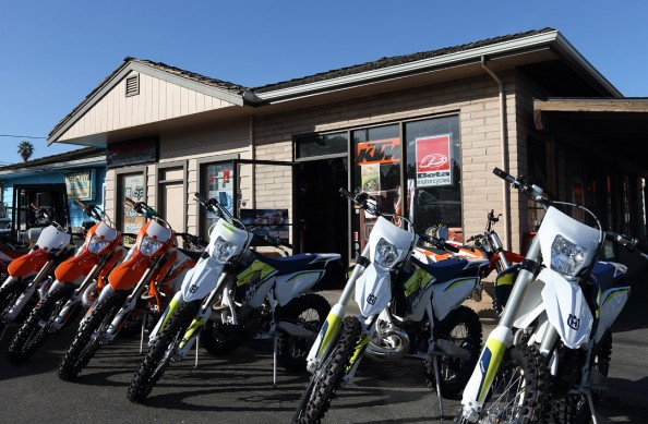 121015-moore-sons-dealership-_a7r7352