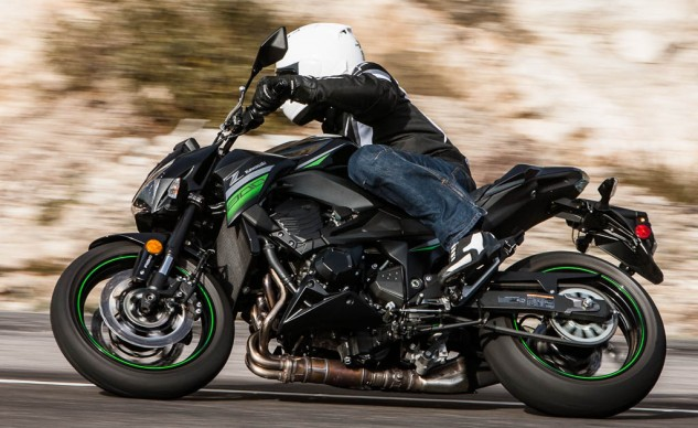 Call us shallow, but we think the Z800 flat out is the better looking of the two. It could stand to go on a diet, though. Swap out the wooden board disguising itself as a seat and you have a very competent middleweight all-rounder.