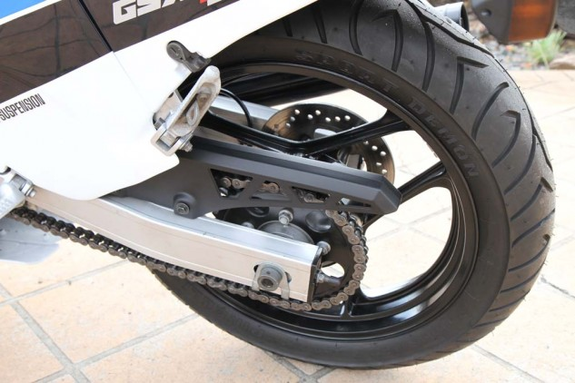 The 140-section rear tire and spindly thin swingarm caused all sorts of weaving problems for the model. This was improved in 1987 with a 15mm longer swingarm, but it still flexed like a bodybuilder!