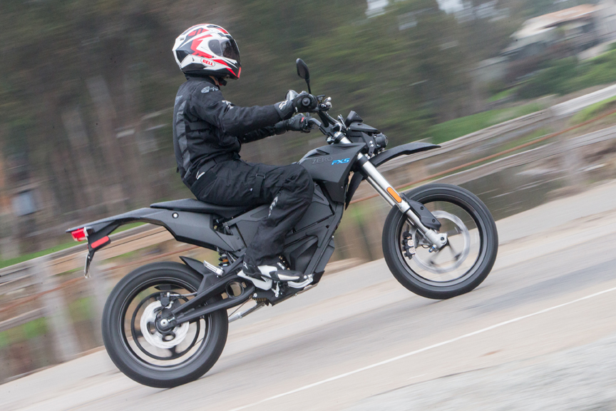 Ergonomically The Fxs S Mx Roots Are Obvious With Its Narrow Seat Slim Waistline And