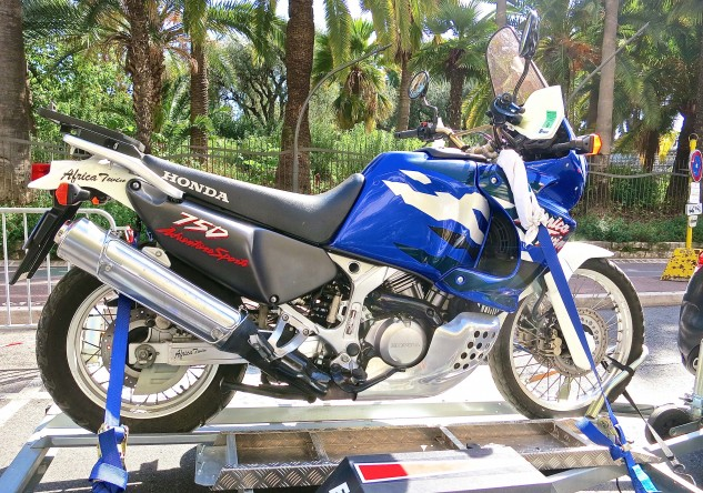 Spotted on a trailer in Nice traffic, Honda's original XRV750 Africa Twin. Gotta love that shapely skid plate.