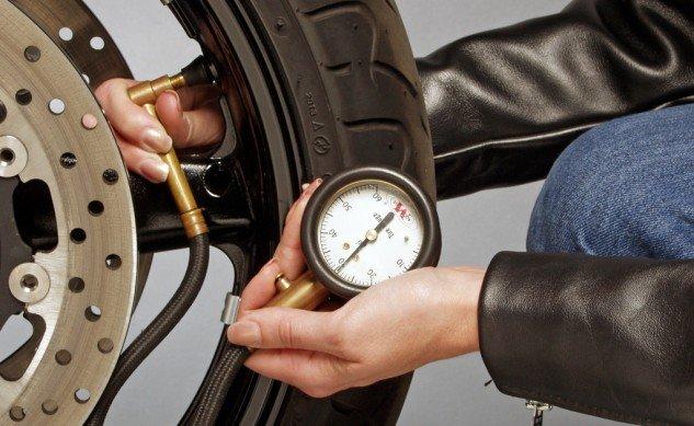 Check Tire Pressure >> How To Properly Check Your Motorcycle S Tire Pressure
