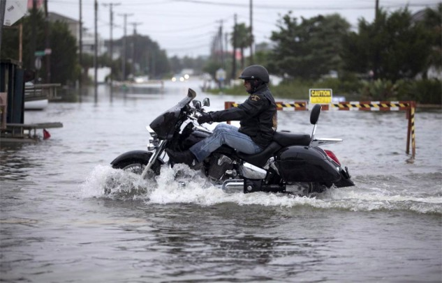 You are responsible for your own wake. Please observe all navigational markers. Photo by Randall Hill/Reuters