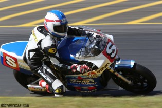 032916-barry-sheene-festival-2016-Kevin Schwantz raced an XR69 in the Barry Sheene Challenges and was up there at the front along with Cam Donald and McWilliams