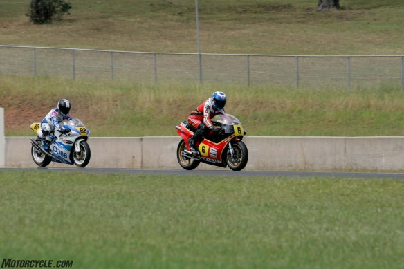 032916-barry-sheene-festival-2016-Parrish leading Magee