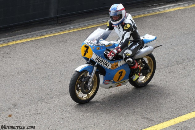Kevin Schwantz trying out the old school 500.