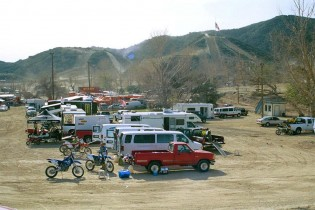 And so it came to pass that the Hatch Factory Transporter would disgorge its pair of big four-stroke Yamahas and Jerseyites in the Glen Helen pit, to take part in the census.