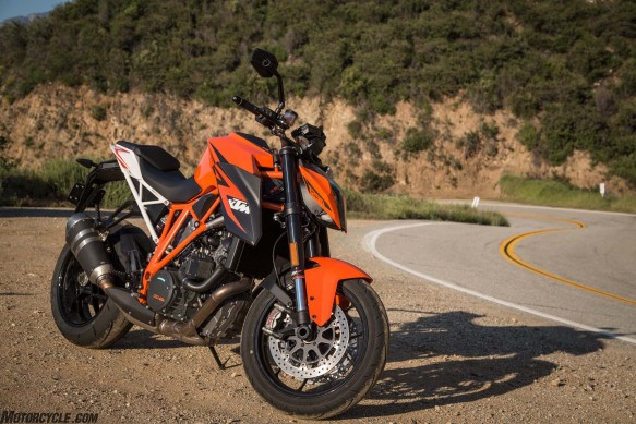 042216-2016-streetfighter-shootout-ktm-1290-super-duke-r_87B4173