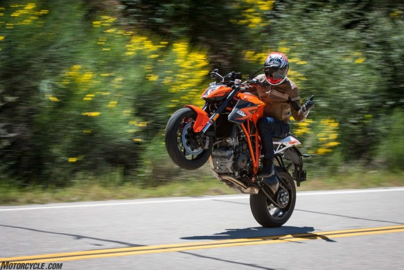 042216-2016-streetfighter-shootout-ktm-1290-super-duke-r_M1D0325